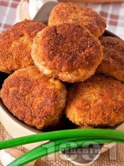 Пържени картофени кюфтета в галета с топено сирене и чесън - снимка на рецептата